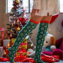 جوراب ساق بلند بالای زانو طرح اسنوئل سبز با ساق 65 سانتی